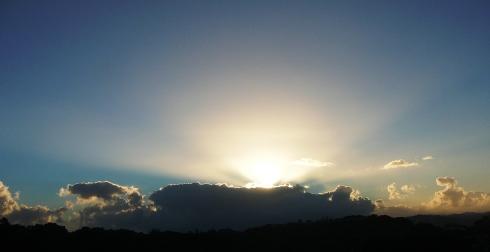 De nubes, sol y perros